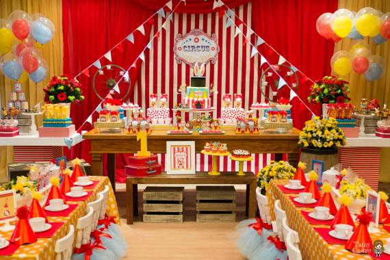 amp White Circus Themed Birthday Party Ideas Shops