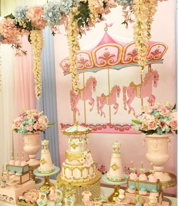 Charming-Carousel-Birthday-Party-Garland