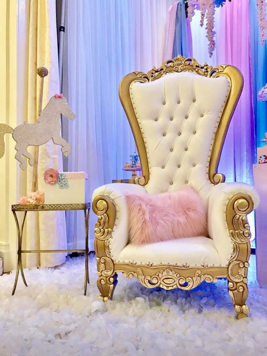 Charming-Carousel-Birthday-Party-Oversized-Chair