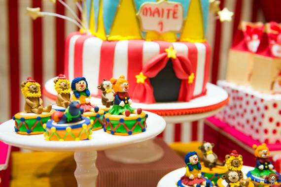 carnival-classic-red-white-circus-themed-birthday-party-ideas