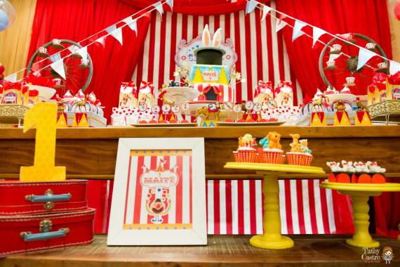 classic-red-white-circus-themed-birthday-party-decoration-ideas