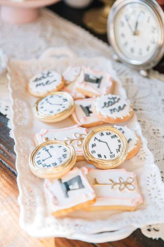 ariana-in-alice-in-wonderland-first-birthday-party clock cookies
