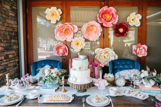ariana-in-alice-in-wonderland-first-birthday-party dessert table decors