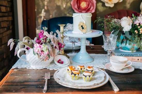 ariana-in-alice-in-wonderland-first-birthday-party dessert table ideas