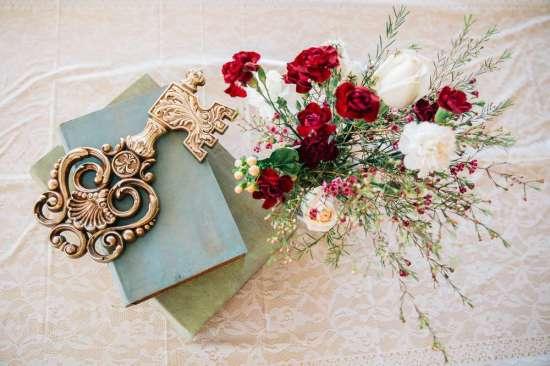 ariana-in-alice-in-wonderland-first-birthday-party key