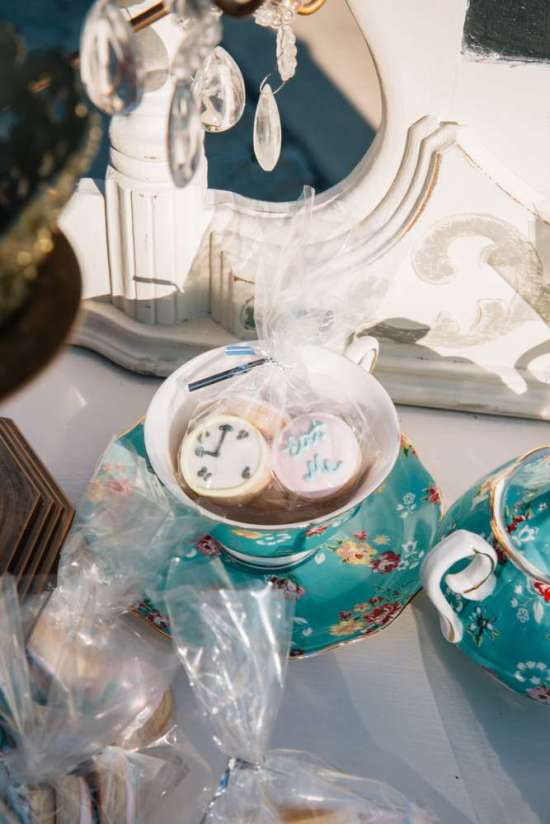 ariana-in-alice-in-wonderland-first-birthday-tea party cups