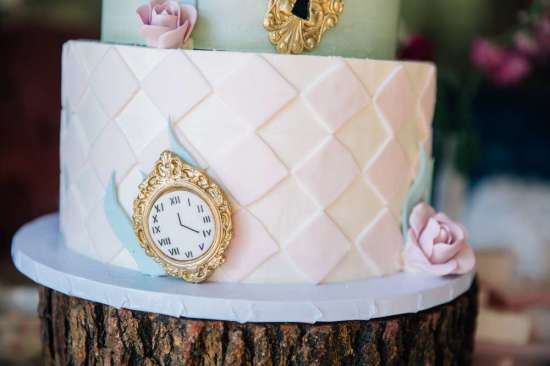 ariana-in-alice-in-wonderland-first-birthday-tea party cups and clocks